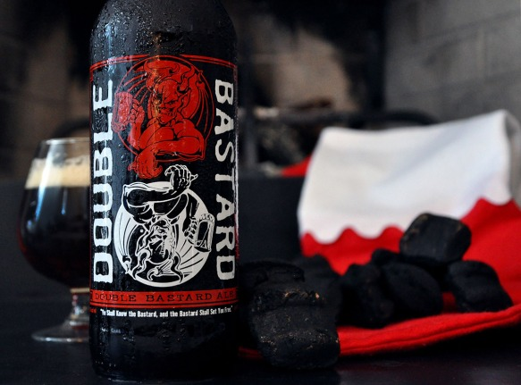 stone-double bastard-closeup-coal-santa-beer-craft beer-beertography_WEB_2
